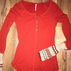 FREE PEOPLE long sleeve with knitted sleeves!